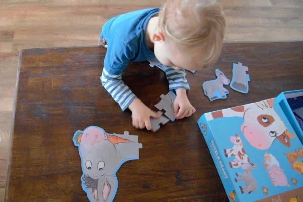 Ako zabaviť trojročné dieťa? Dajte mu skladať puzzle!